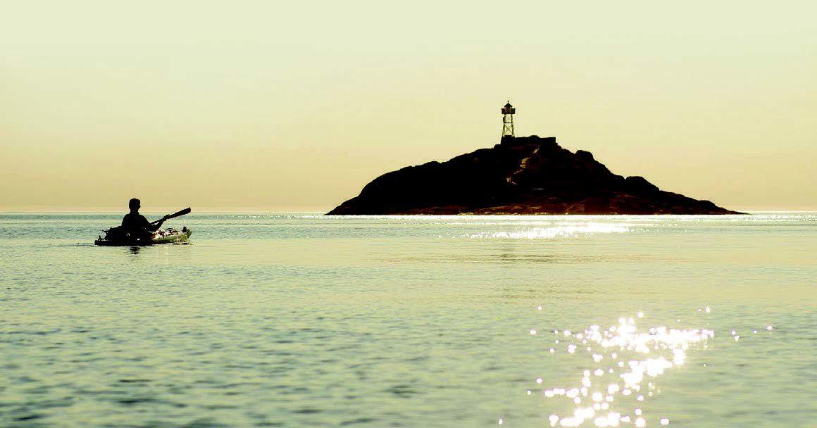  På evig jakt etter en ryddig horisont. Utenfor Lyngøya er det kun storhavet å hvile øynene på. FOTO: BO EIDE.