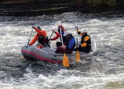 Rafting er en sosial aktivitet og kan padles på alle vanskelighetsgrader i elv. FOTO: ØYSTEIN VEA.