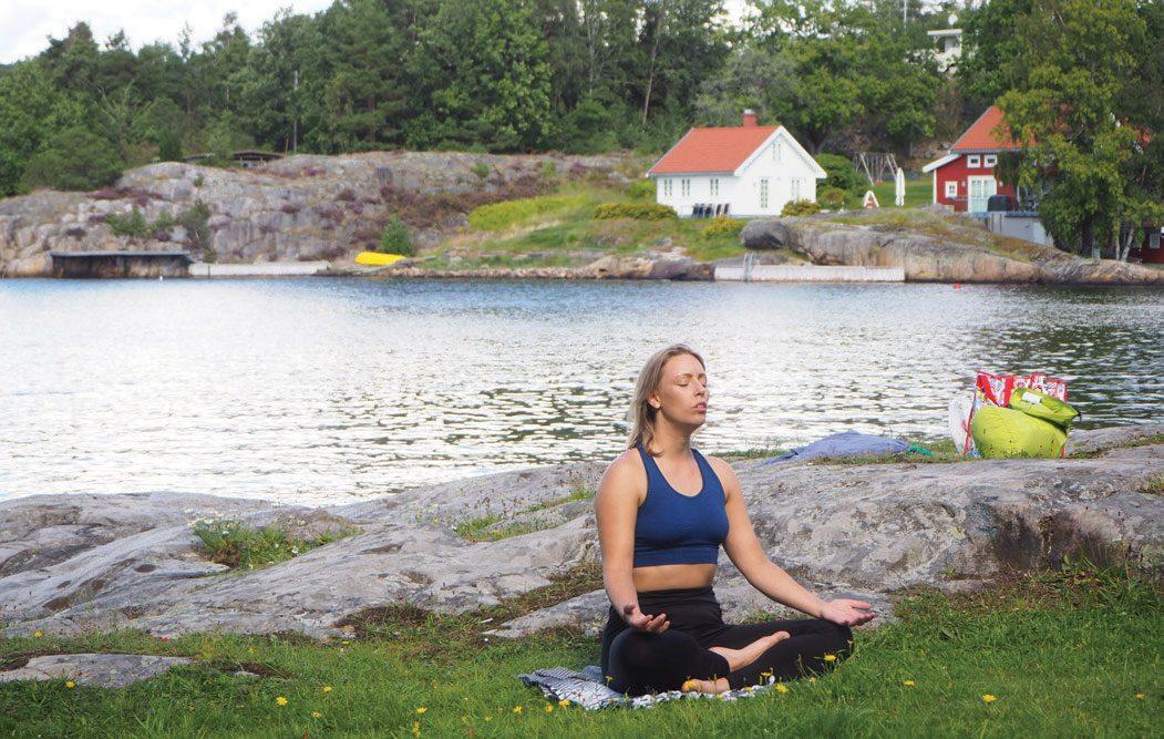 Før og etter: Før padling er yoga er fin forberedelse for kroppen. Etter turen kan yoga hjelpe mot vondter, strek og stive ledd.
