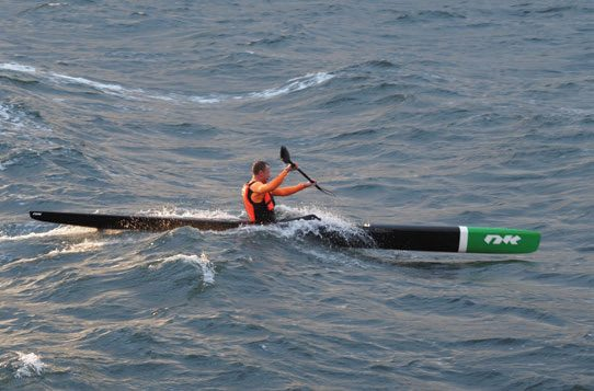 Knut Holmann utfordrer bølgene utenfor Bygdøy i Oslo. FOTO ANN KARIN ØVERGAARD.