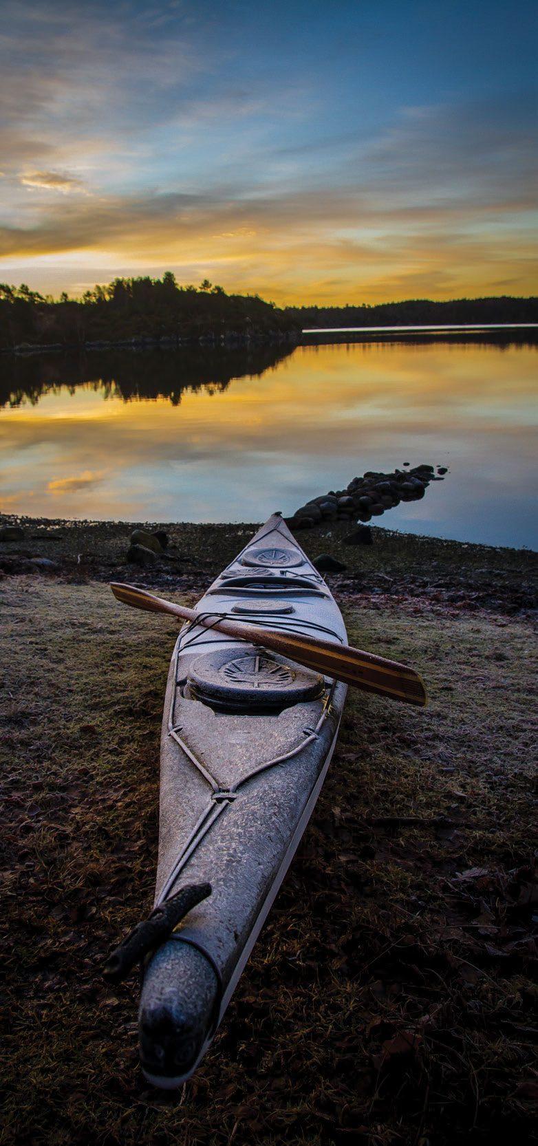 Morgenen bød på et flott lag med rim på både båt og åre. Det tok heldigvis ikke så lang tid før solen tinte det bort, og tanken på å komme seg utpå ble litt lettere.