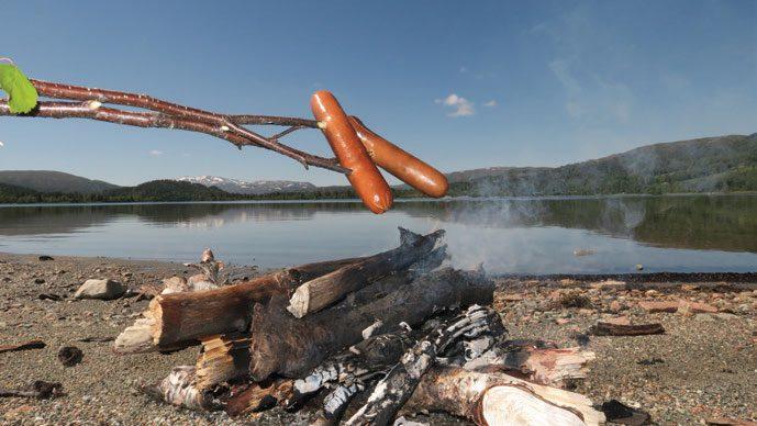 Nedtappet vann og lang fjære gjør det greit å finne trygge bålplasser hele sommeren.