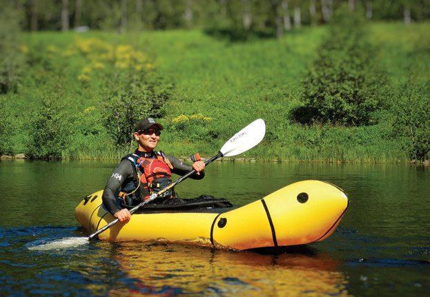 Packraften åpner for utforsking. Ta båten på ryggen og finn nye steder å padle. FOTO: SVEIN BJARNE SÆTRE.
